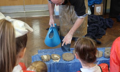 Stephen Broadbent running a Masterpieces in Schools activity at a primary school in Chester. Photo credit: Art UK.